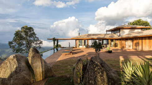 Project of the Week: Maíra Acayaba / Frederico Sabella Arquitetura