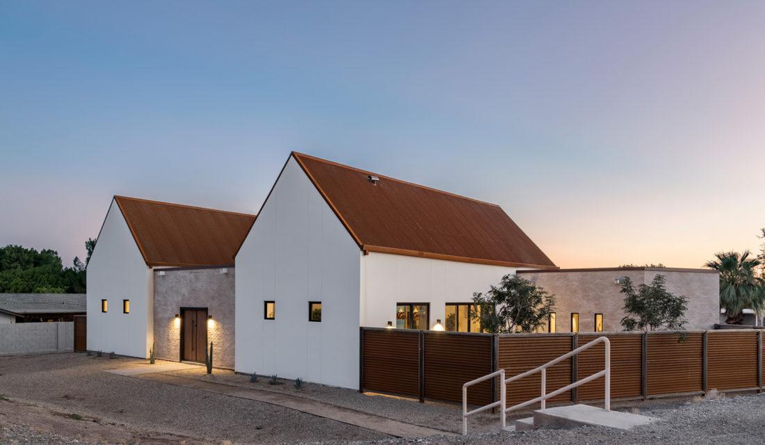Duo Roehner + Ryan Photograph a Desert Inspired New-Build
