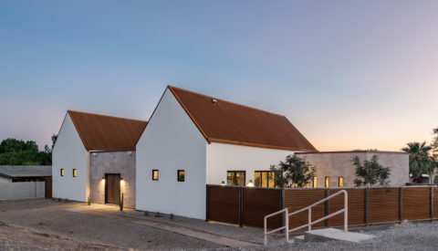 Duo Roehner + Ryan Photograph a Desert Inspired New-Build